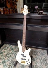 Guitar Bass YAMAHA MB-50